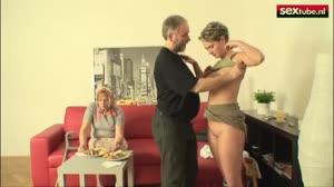 Sexfilm - Opa eet liever het kutje van de verpleegster