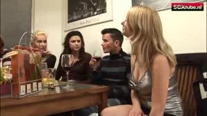 Sexfilm - Blonde meid doet een trio op haar 18e verjaardag